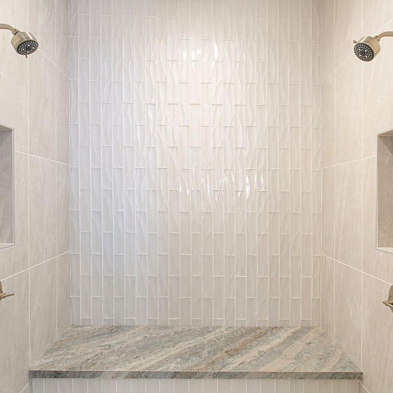 Cosmic White 12 x 24 (side walls), Dunes Pearl Wave 3 x 12 (front wall) & Fantasy Brown Satin Slab (bench)