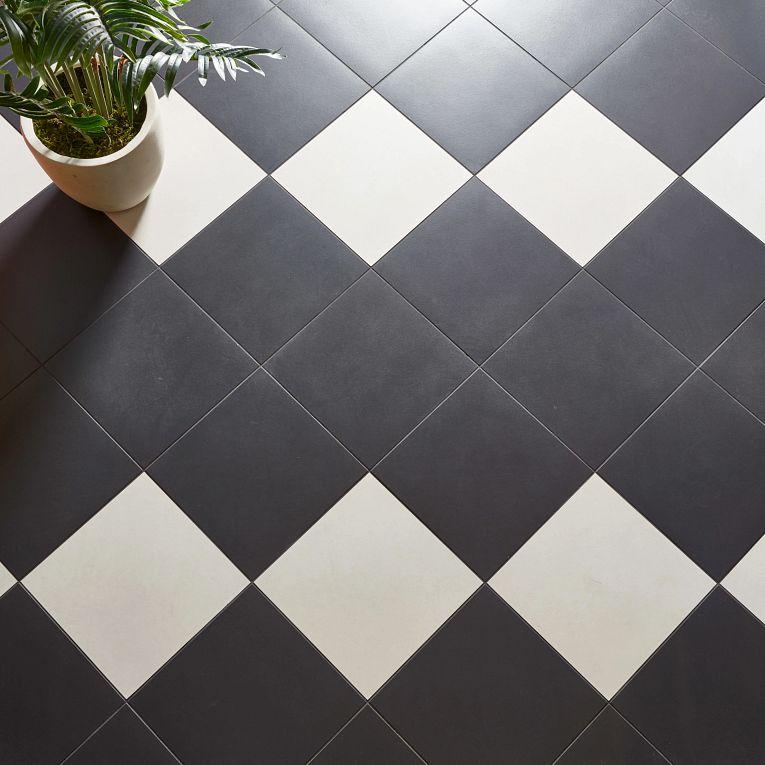 Paros Black & White 12 x 12